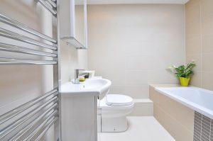 wykończona łazienka w domu