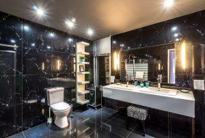 wyposażenie łazienki z camero
